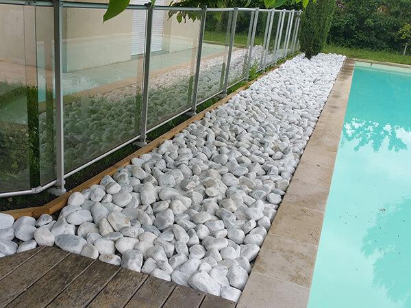 Protection et aménagement des contours de la piscine