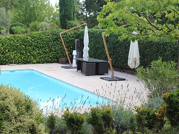 Terrasse piscine en pierres naturelles