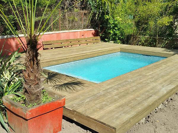 Terrasse piscine en bois naturel