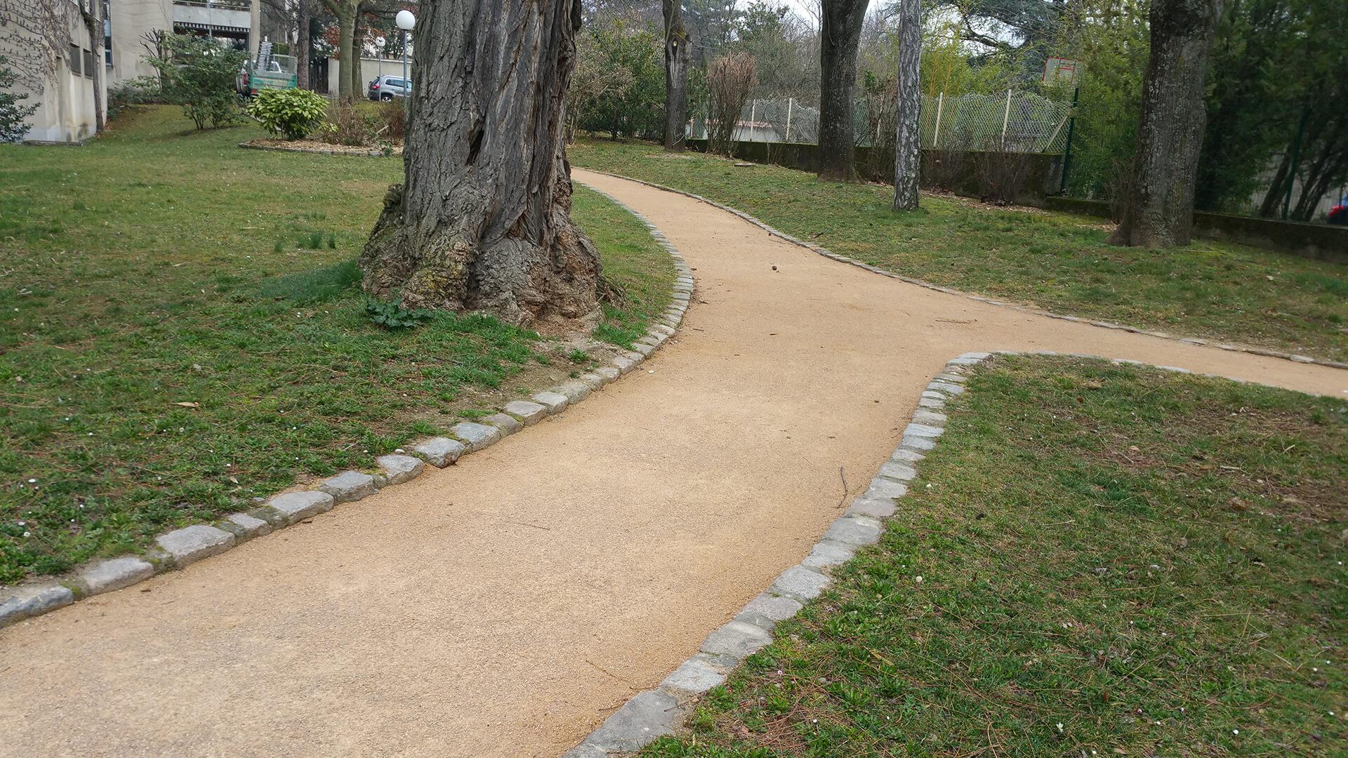 Entretien de parcs et jardins, Pelouse et allées